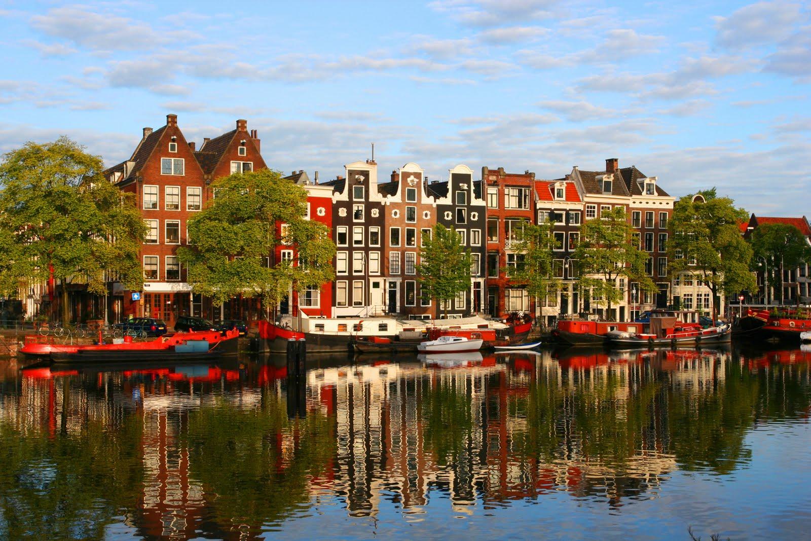 Amsterdam în toată frumusețea sa clasică