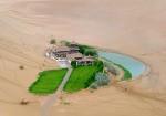 Ansamblul verde din Deşertul Gobi dominat de Lacul Crescent