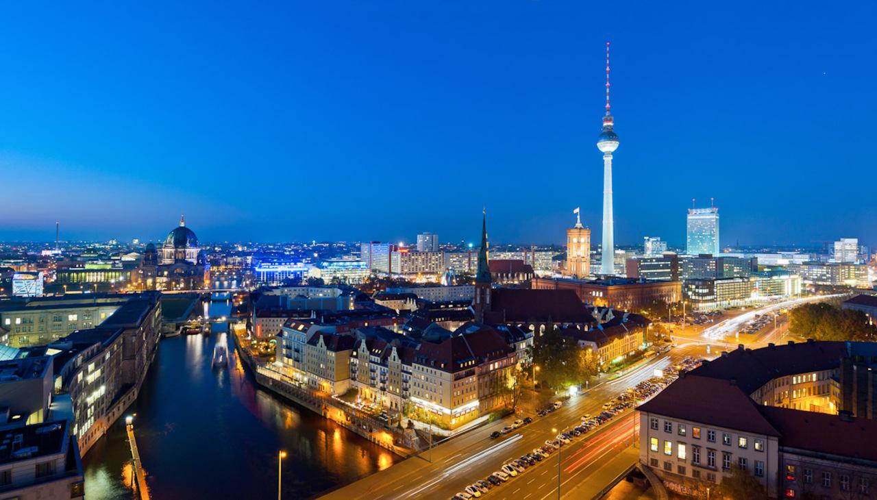 Berlin, perspectivă asupra orașului cu turnul de televiziune în prim-plan
