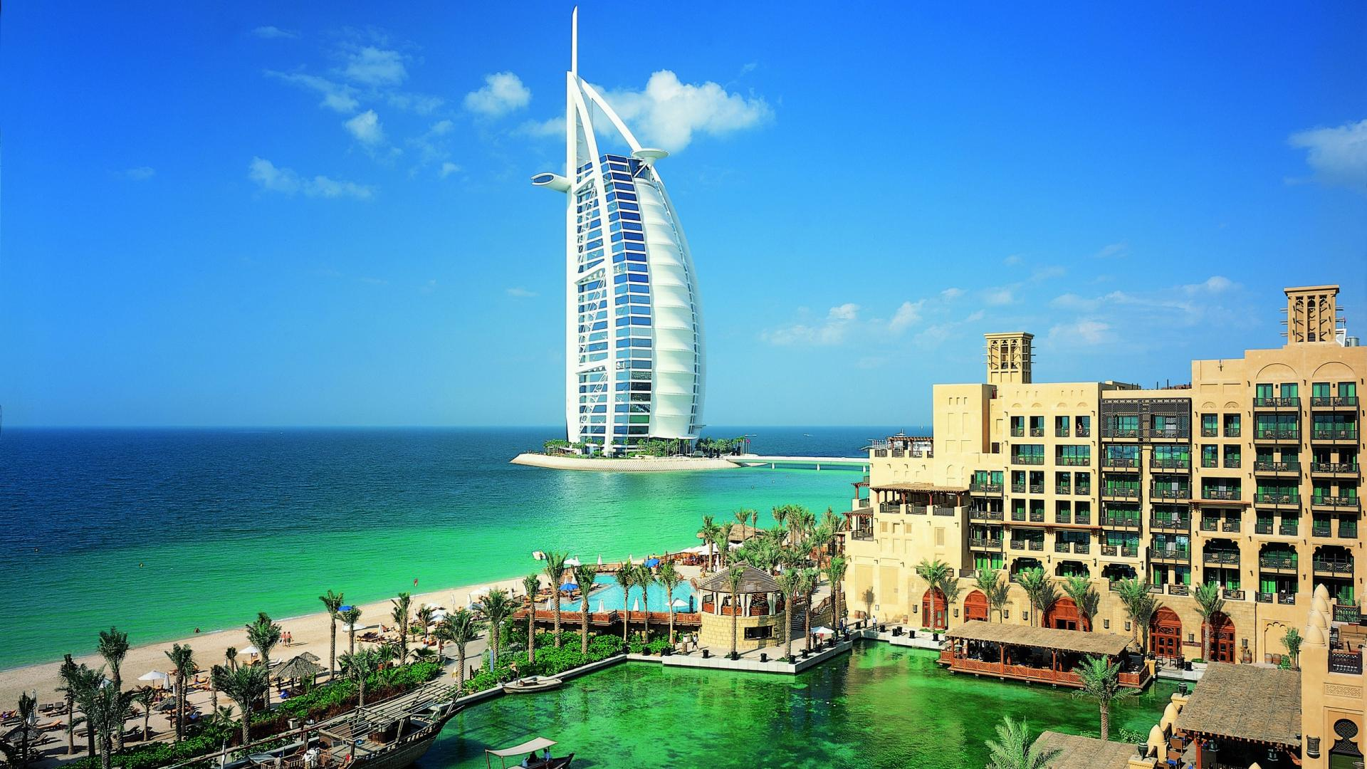 Burj Al-Arab si apele ce il marginesc