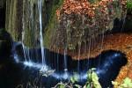 Cascada Bigăr înveșmântată în straie de toamnă