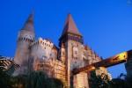 Castelul Corvinilor privit de jos