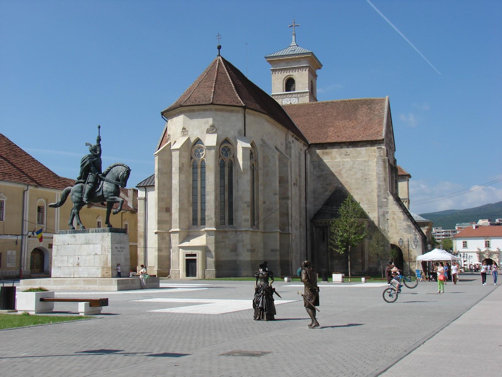 Catedrala Romano-Catolică și Statuia voievodului Mihai Viteazul din Alba Iulia