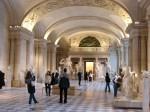 Muzeul Luvru statui expuse