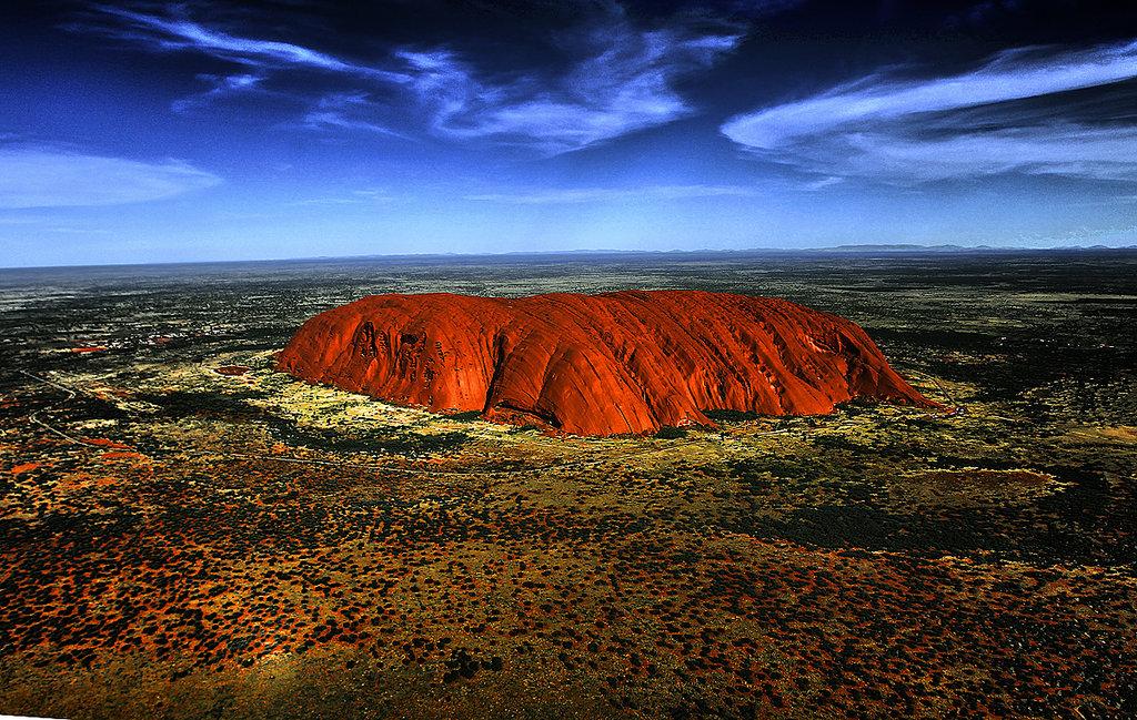 Uluru, Piatra Sacră din Australia