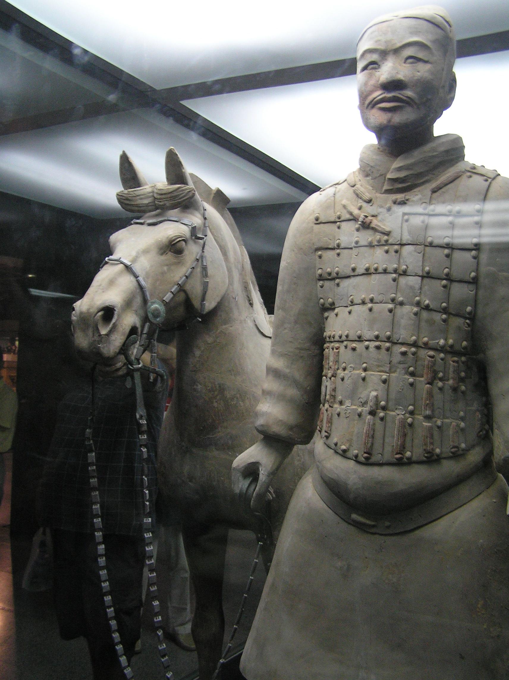 Armata de Teracotă este doar parțial refăcută, încă se mai lucrează la multe statui