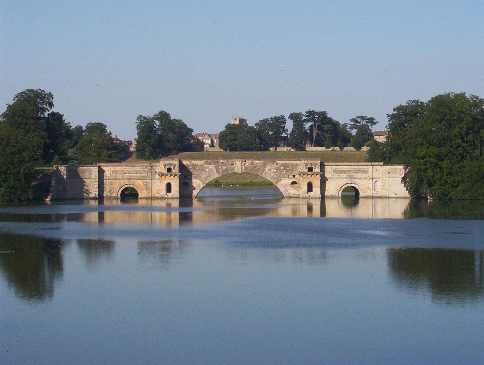 Podul din Grădina Blenheim Palace