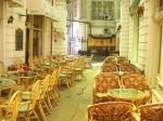Cafenelele și localurile umplu acest spațiu