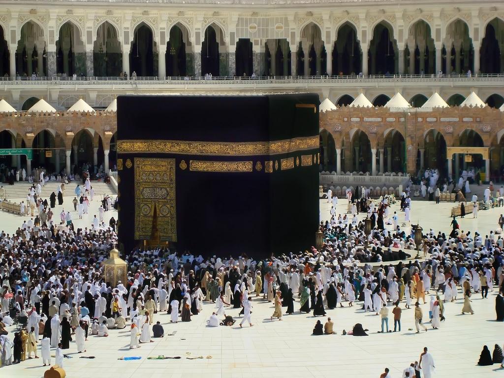 Moscheea Sfântă de la Mecca este neîncăpătoare în comparaţie cu numărul de credincioşi