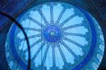 Interiorul Moscheei Albastre, decorat cu zeci de mii de mozaicuri