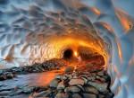Peștera de Gheață de lângă vulcanul Mutnovsky