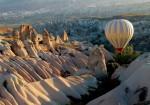 Plimbările cu balonul sunt cea mai bună manieră de a obţine o privelişte de ansamblu a Cappadociei