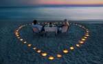 """Cinele romantice pe plajă sunt un """"must have"""" al lunii de miere"""