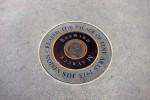 Autorul construcției originale este menționat pe o placă rotundă