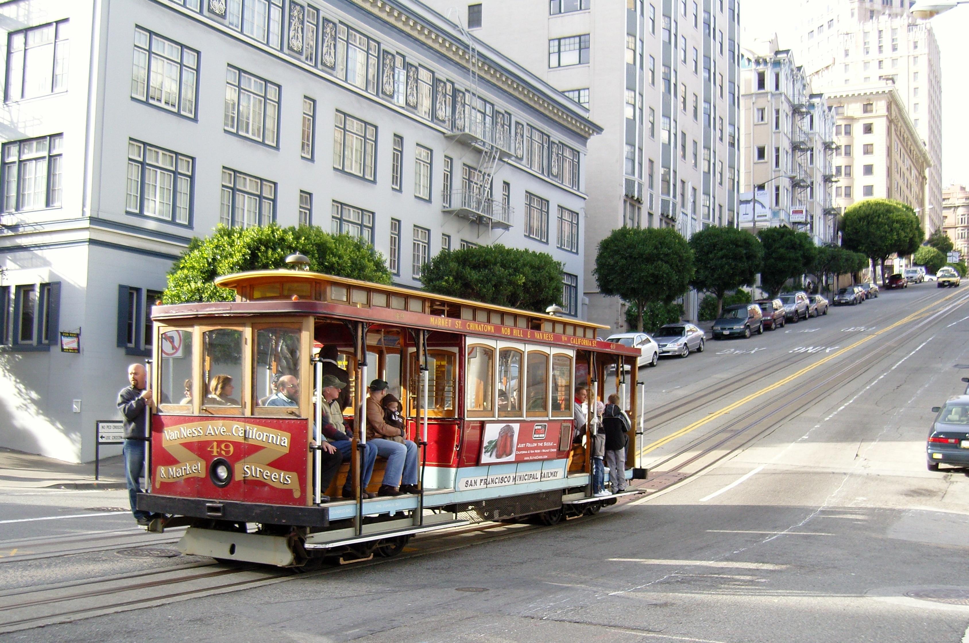 Cable Car pe una din străzile din San Francisco