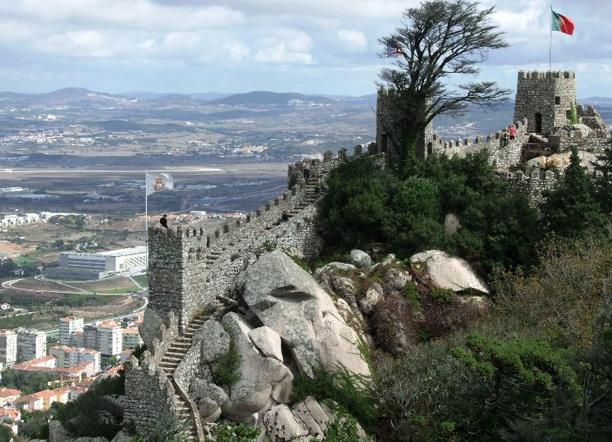 Orașul Sintra - este bogat în arhitecturi romantice din secolul XIX