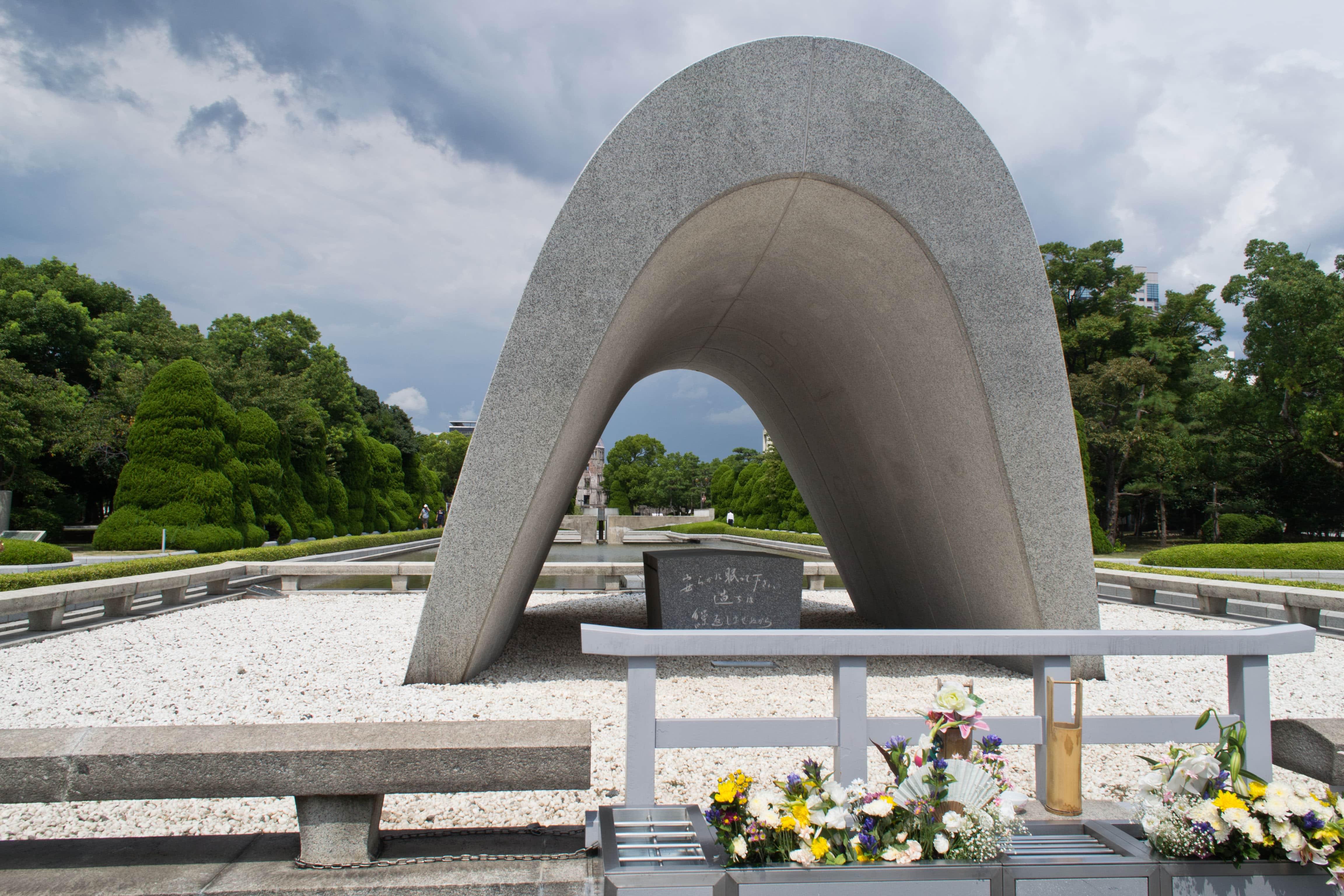 Apus de soare peste Hiroshima