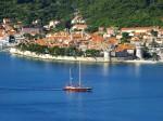 O croazieră pe mare oferă o priveliște splendidă