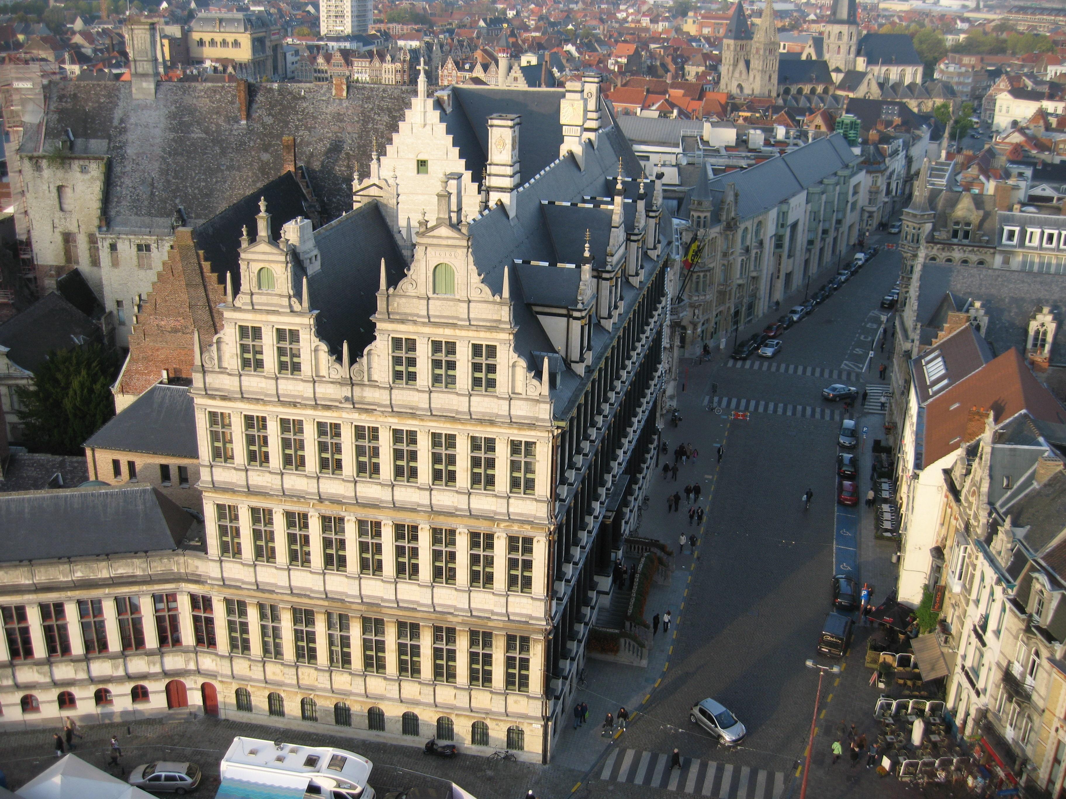 Orașul este împânzit de clădiri istorice