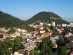 Orașul Piatra Neamț este situat într-un cadru natural deosebit de frumos