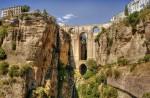 Podurile din Ronda crează un peisaj şi mai spectaculos