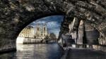 Sena surprinsă de sub unul dintre cele 37 de poduri