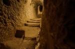 Tunelurile joase și înguste sunt singura cale de acces, odată ce ai ajuns în interior