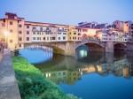Ponte Vecchio sau Podul Vechi din Florența - cel mai vechi pod din oraș ce trece peste râul Arno