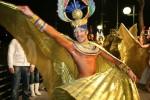 Participant la Carnavalul organizat noaptea pe bulevardul principal din Cayo Largo