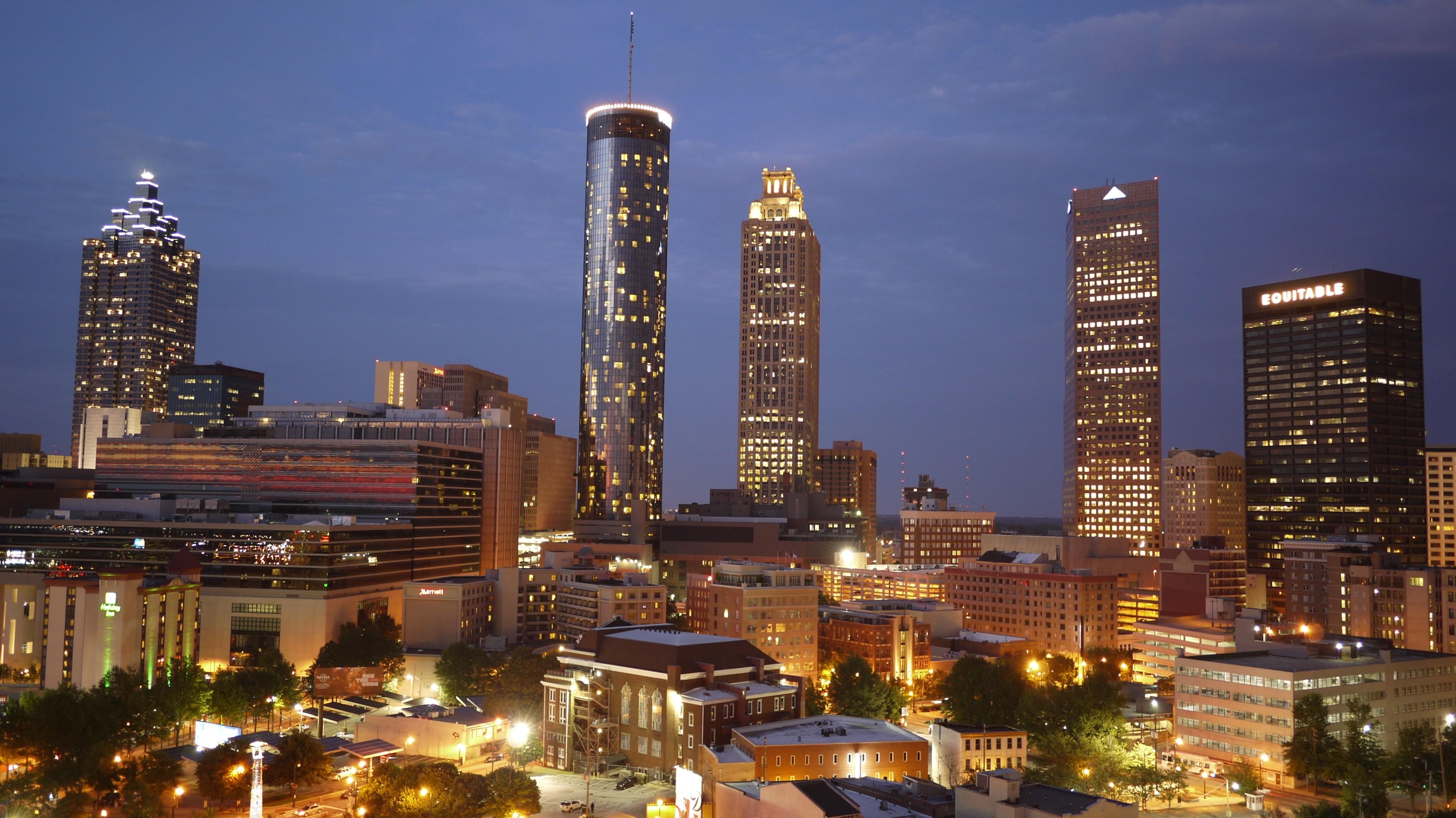 Atlanta este un oraș modern care totuși reușește să mai păstreze puțin din farmecul vechiului Sud