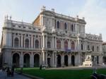 Fațada bogat ornamentată a Palatului Carignano