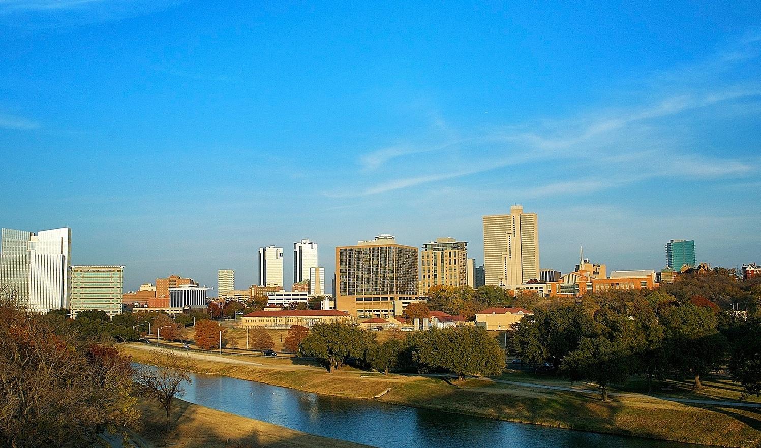 O panoramă superbă cu partea centrală a Fort Worth, Texas
