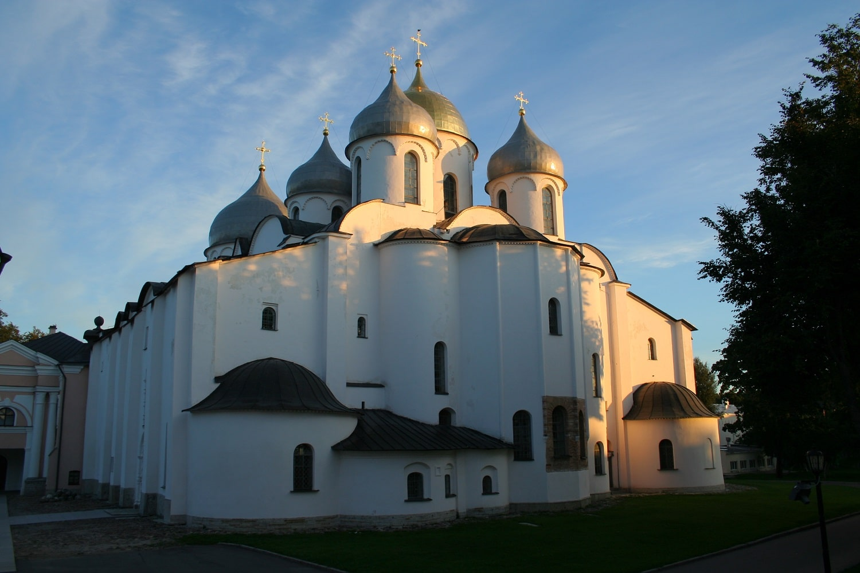 Catedrala Sfânta Sophia este edificiul care domină orizontul orașului