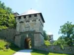 Una dintre cele 14 porți care duc spre castel