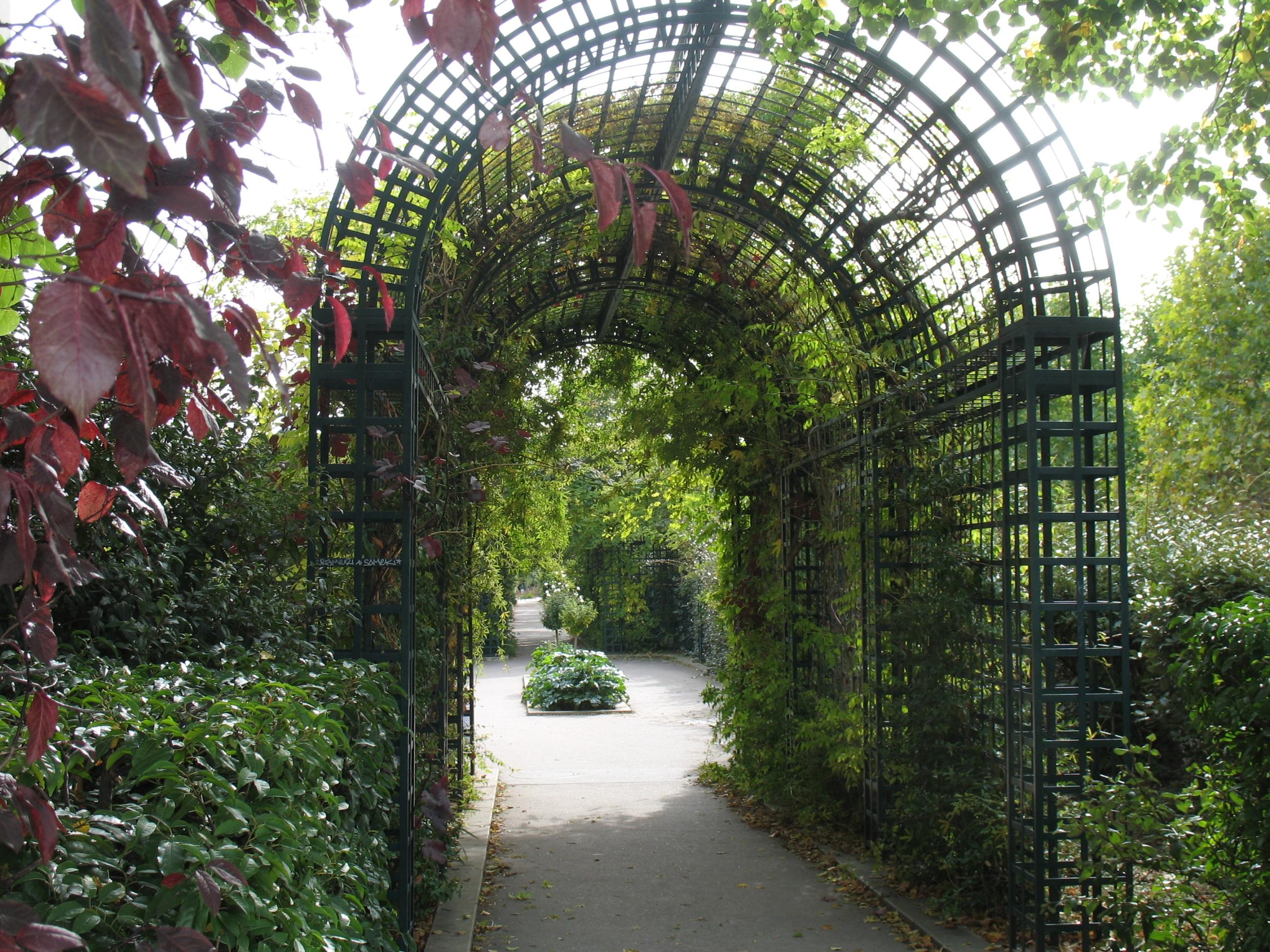 Grădina suspendată a Parisului supratraversează multe străzi