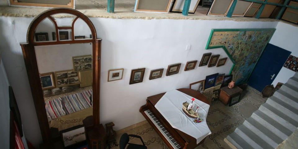 Interior în stil franțuzesc provensal îmbinat cu elemente brâncovinene a Vilei Poem Boem