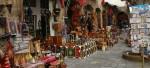 Boutique-uri pline cu suveniruri și produse lucrate manual de meșterii marocani
