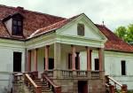 Conacul restaurat al contelui Tibor Kalkony din Micloșoara