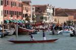 Aglomerație pe Canalul Grande din Murano
