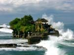 Tanah Lot, templul înconjurat de valuri înspumate
