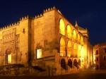 Toate edificiile din Cordoba sunt frumos iluminate în timpul nopții, iar acest fapt nu face decât să le sporească farmecul