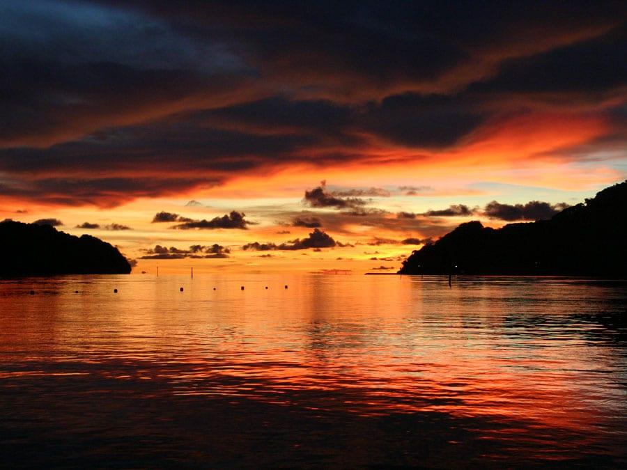 Un apus de soare splendid în Insulele Palau