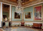 Camerele sunt decorate cu fel de fel de obiecte prețioase