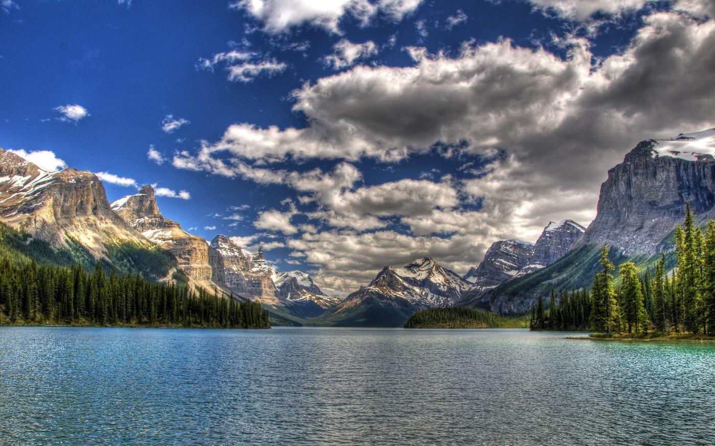 Deseori, imaginile cu Lacul Maligne par a fi ireale