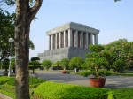 Mausoleul este încojurat de peste 250 de specii de plante