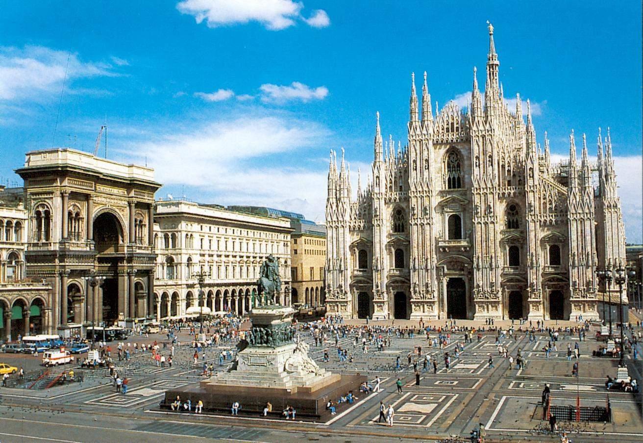 Piața centrală din Milano