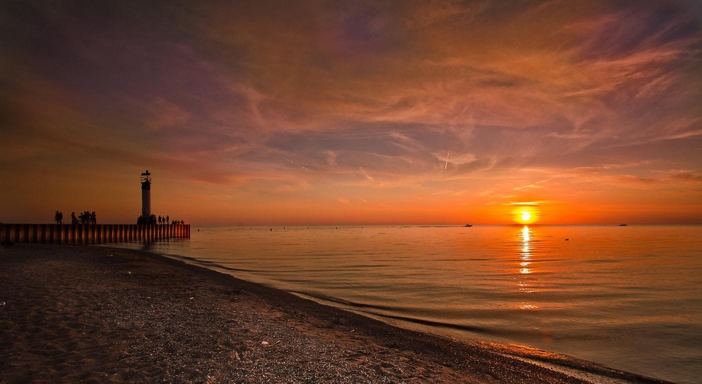 Un apus de soare splendid pe Lacul Ontario
