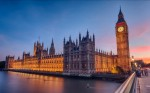 Apele Tamisei înfrumusețează și mai mult Palatul Westminster
