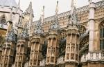 Detaliile arhitecturale arată de ce s-a lucrat atât de mult la construcția palatului