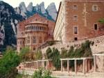 Mănăstirea propriu-zisă este locul unde oamenii vin să se reculeagă